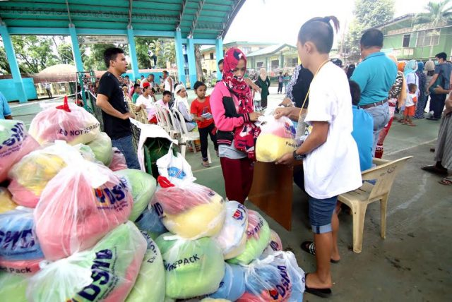 Marawi bakwits receive aid