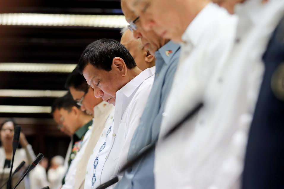 Duterte praying command conference
