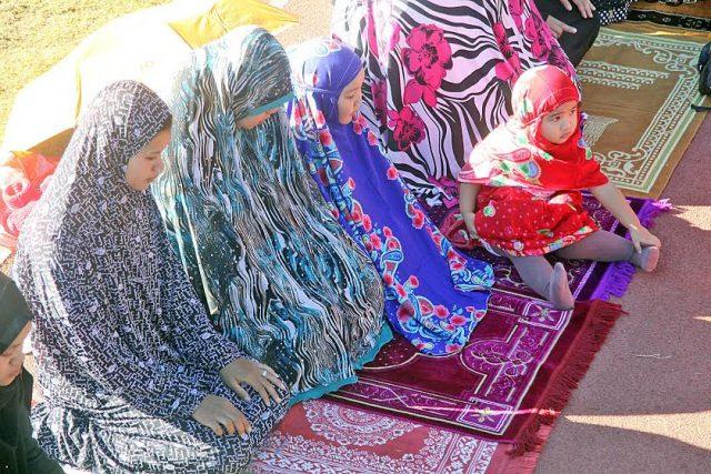 Eid'l Fitr Muslims