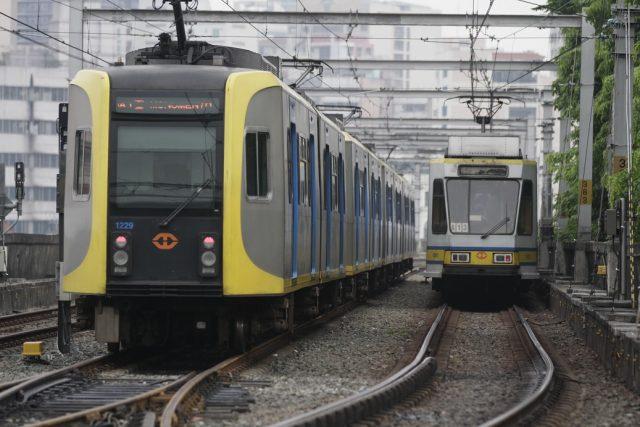 LRT-1 trains