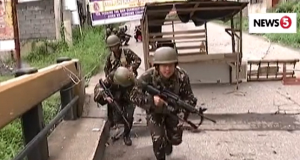 Army troops street fighting Marawi
