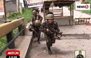 Army troops street fighting Marawi