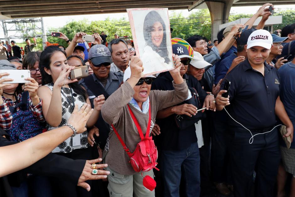 Ex-Thai PM Yingluck flees to Dubai