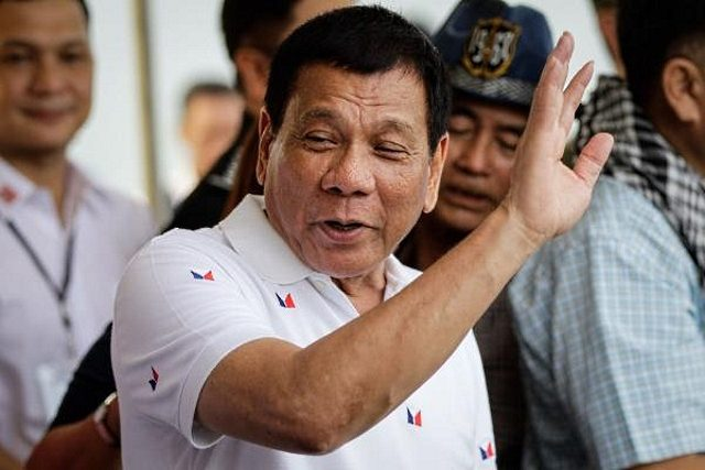 Rodrigo Duterte gesturing