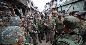 Duterte Marawi with troops