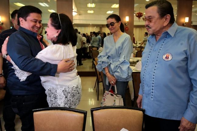 Jinggoy reunited with parents