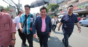 Jinggoy walks free after bail