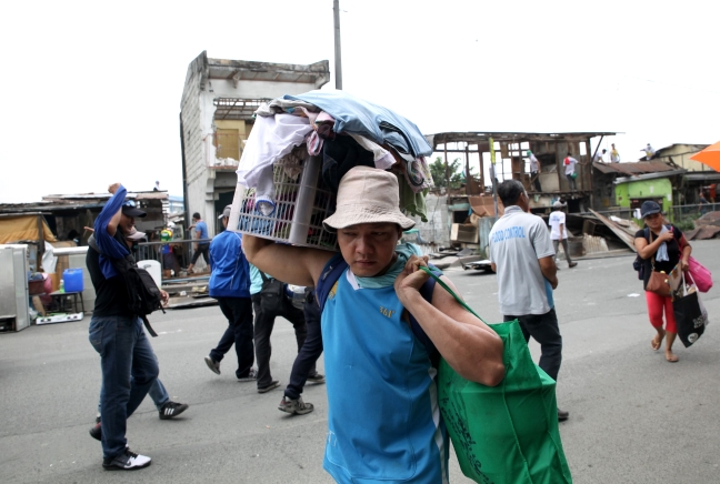 Pasig_Eastbank_Floodway_demolition_carrying_away