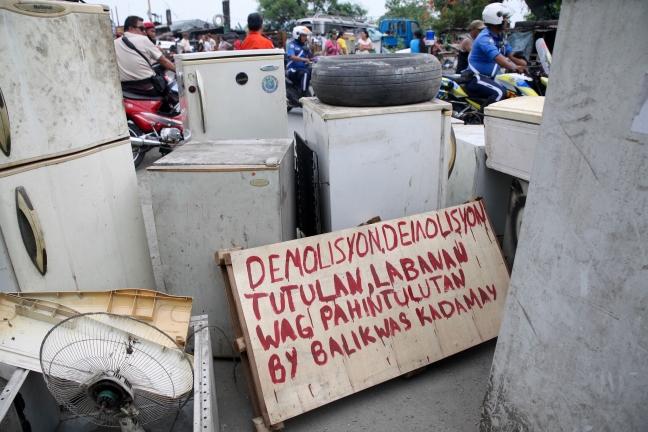 Pasig_Eastbank_Floodway_demolition_mute_placard