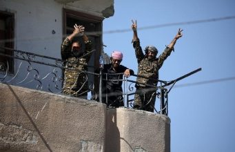 V sign in Raqqa