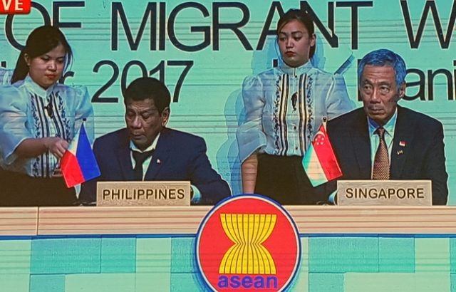 ASEAN2017_migrant_workers_signing_CAMILLE_AGUINALDO