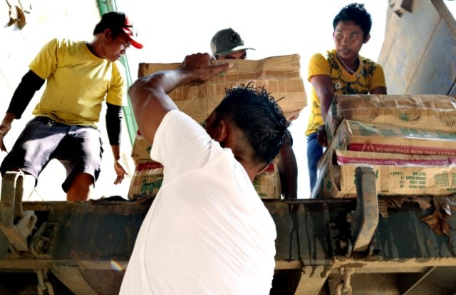 FSUU_CDO_Caritas_relief_hauling02_up_ERWIN_MASCARINAS