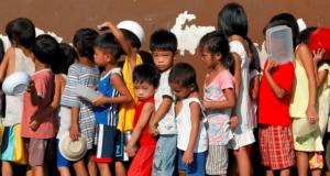 Poverty_food_queue_chidren_REU_file