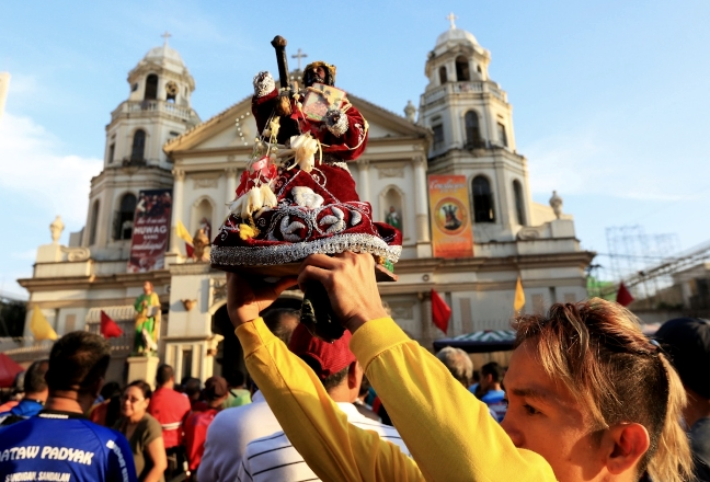 Frenzy for miracles from Black Nazarene