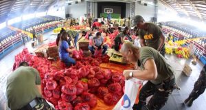 Mayon_Volcano_soldiers_pack_relief_goods_KJ_ROSALES_Philstar