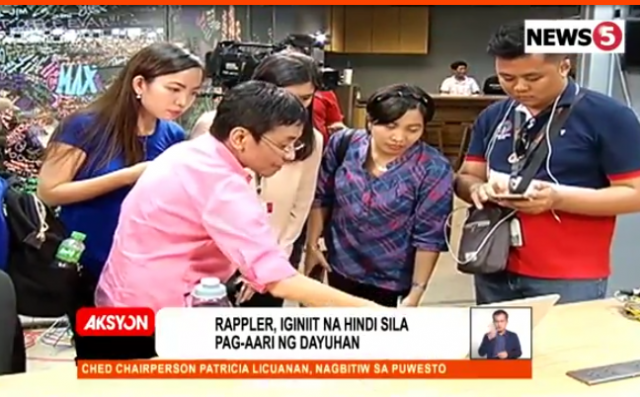 Rappler_newsroom_huddle_News5grab