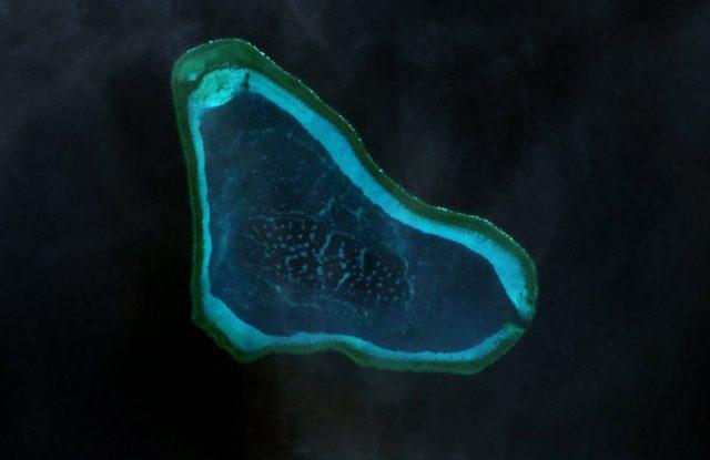 Scarborough_Shoal_Landsat