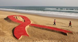 aids-ribbon-sand-sculpture_reuters