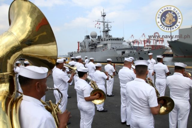 PH_Navy_Band_welcomes_French_frigate_Vendemiaire_handout