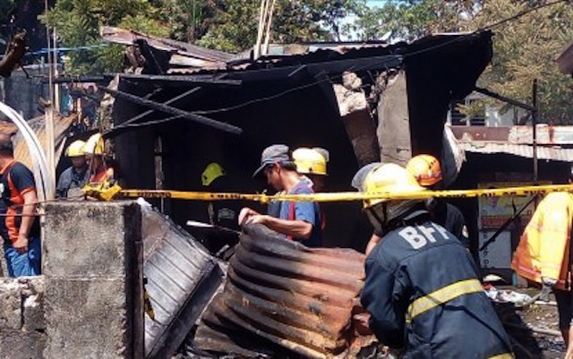 7 killed after small plane crashes into residential area in Philippines