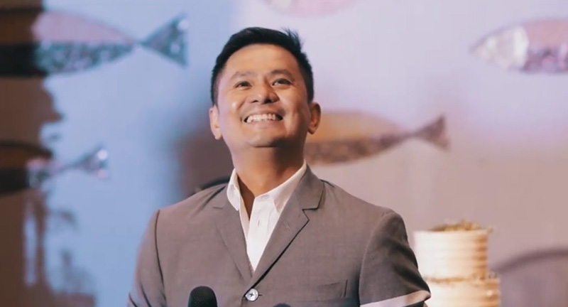 Ogie Alcasid as wedding crasher