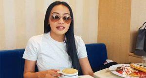 Mocha Uson drinking coffee