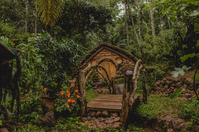 this 39 lord of the rings 39 fan from bukidnon built hobbit houses interaksyon. Black Bedroom Furniture Sets. Home Design Ideas