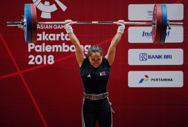 Hidilyn Diaz lifting in Asiad