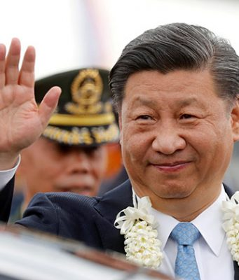 China's President Xi Jinping waves to the crowd upon his arrival at Ninoy Aquino International airport during a state visit in Manila