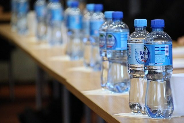 Bottled water interaksyon