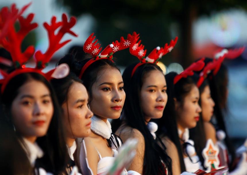 Cambodia Christmas women in costumes
