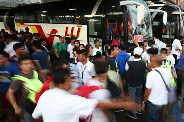 Viral photos of 'Spider-Man' conductor spurs calls for 'dignified commuting' - Interaksyon