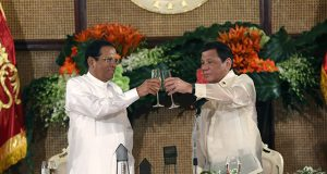 Duterte and Sirisena in a toast