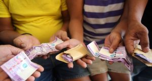 Filipinos vote buying