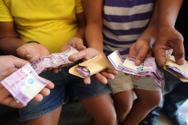 Filipinos vote buying