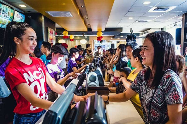 Fastfood chain's Valentine's Day gimmick: Fall in line according to love life status - Interaksyon