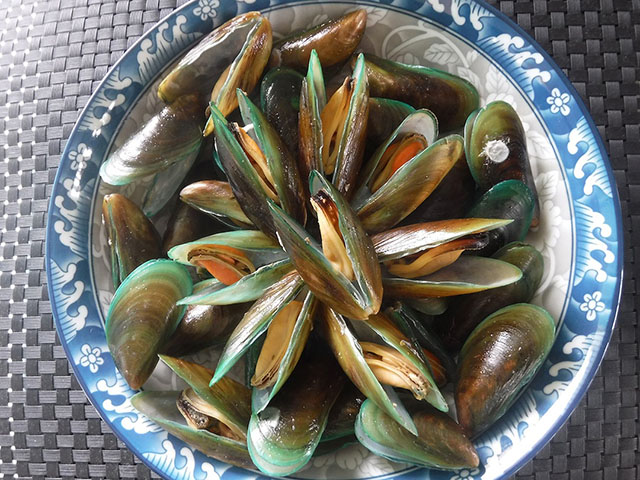 Stir-fried mussels
