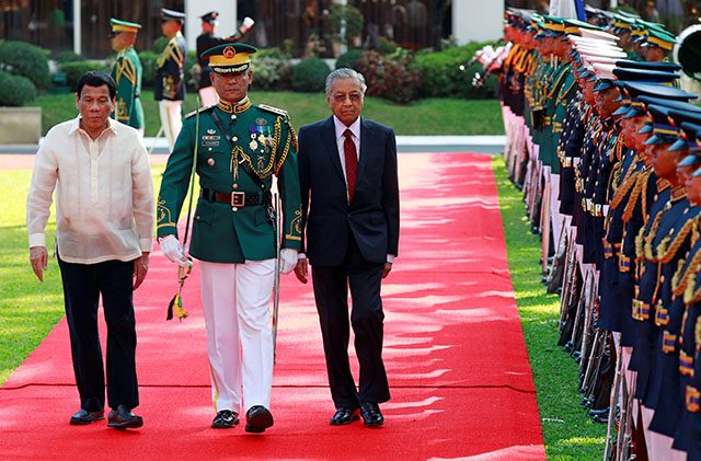Philippine President Rodrigo Duterte and Malaysian Prime Minister Mahathir Bin Mohamad are seen marching together at the Malacanang presidential palace in Manila