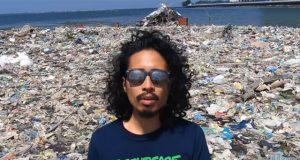 Pepe Herrera in garbage island