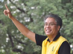 Mar Roxas in a campaign