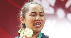 Hidilyn Diaz with a medal