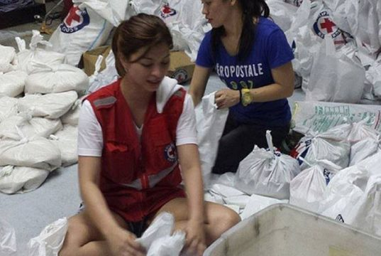 Angel Locsin volunteers for Yolanda victims