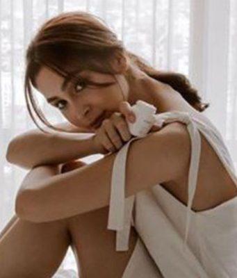 Julia Barretto in bed