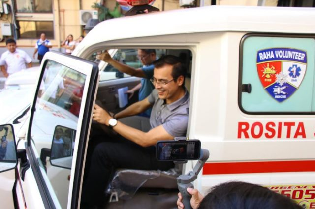 Isko Moreno in an ambulance