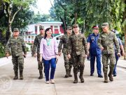 Robredo with Army officials