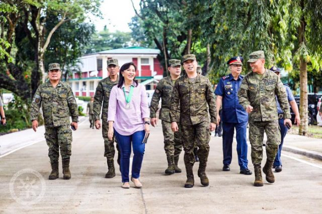 """Robredo with army officials """"title ="""" Robredo with army officials """"/>    <figcaption class="""