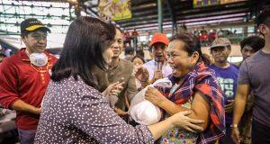 Leni Robredo's visit to eruption victims