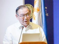 Teddy Locsin in podium
