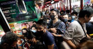 No social distancing in Metro Manila