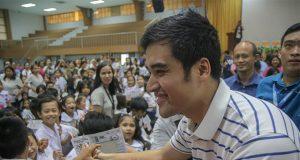 Vico Sotto with Filipinos